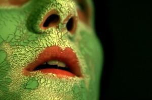 Ihoa voi helliä ja koristaa eri tavoin. Kuvassa naamio. Kuva: Massdistruction, Flickr