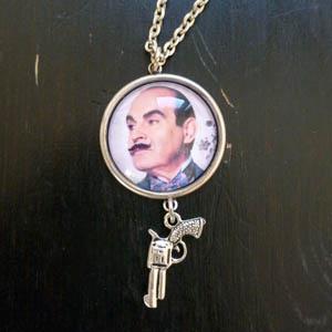 Kuva Henna Teitto Helmipöllön Korupajan ihana Poirot kaulakoru