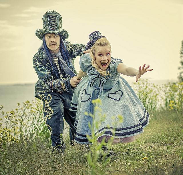 Ryhmäteatterin Liisa Ihmemaassa: raportti teatteriesityksestä