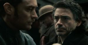Watson merkitsee Holmesille paljon; pettymyksen tuottaminen tohtorille on raskasta etsivälle. Sherlock Holmes, 2009, Warner Bros.