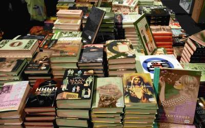 Onko siellä muutakin kuin romaaneja? Eli tietokirjalukija kirjamessuilla