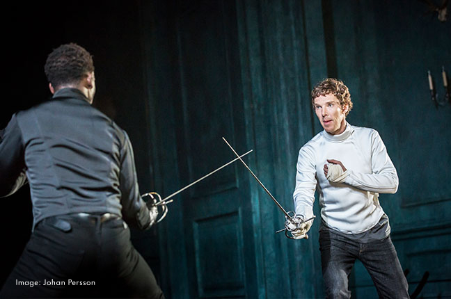 Hamlet (ja Benedict Cumberbatch) vievät teatterinörtit Lontooseen