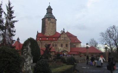 College of Wizardry – Velhokoulu puolalaisessa linnassa