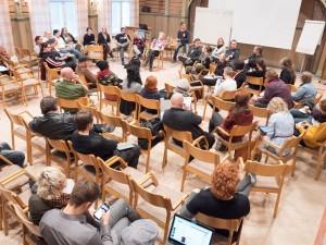 X-con 2015 veti runsaasti yleisöä keskustelemaan larpinjärjestämisestä ja larpeista.