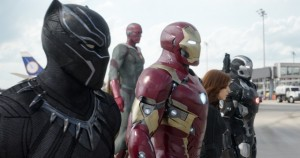 Iron Manin joukkuessa: Black Panther, Vision, Iron Man, Black Widow ja Warmachine © Disney
