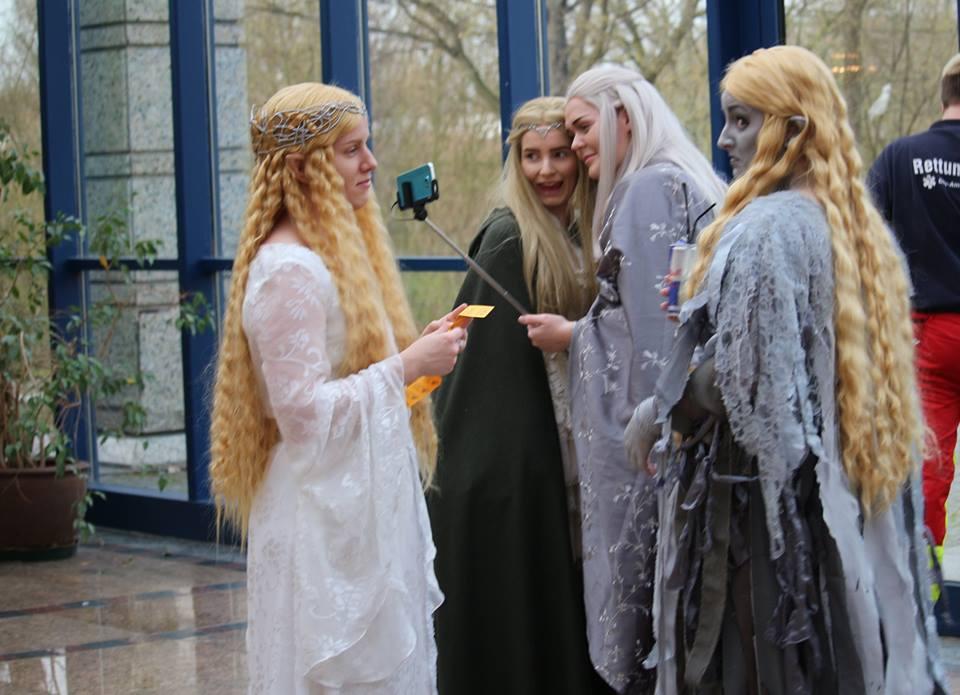 Haltiat ottavat elfieitä. Kuva: EliisaJo