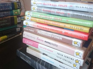 Pino nuorten bookcrossing-kirjoja.