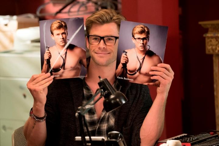 Silmäkarkkia. Chris Hemsworthin bimbo esittelee kuvia itsestään. Kuva: The Walt Disney Company Nordic