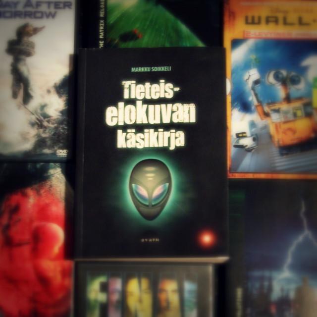 Kirja-arvostelu: Markku Soikkeli – Tieteiselokuvan käsikirja