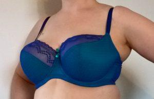 Sopivat rintaliivit, joissa kupit ovat tarpeeksi isot ja ympärysmitta tarpeeksi pieni.