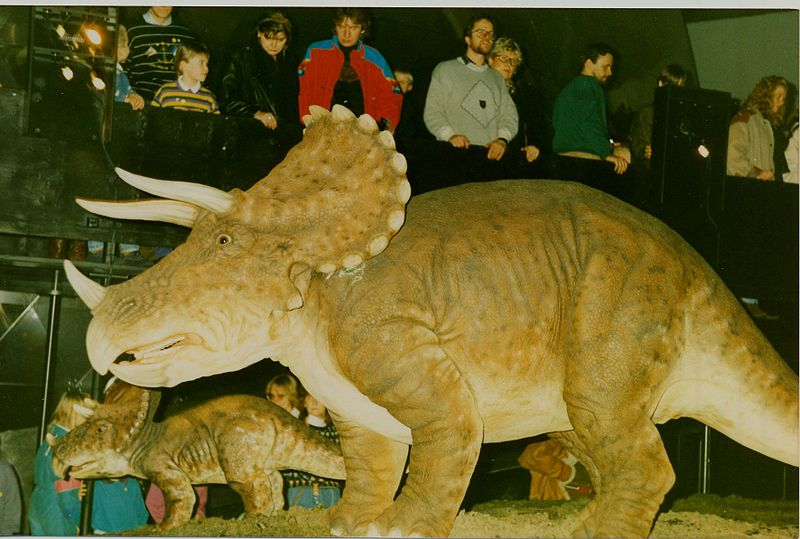 Kuva Heurekan dinosaurusnäyttelystä vuodelta 1991. https://commons.wikimedia.org/wiki/File:Sk21_Heureka_-_Triceratops_C.jpg
