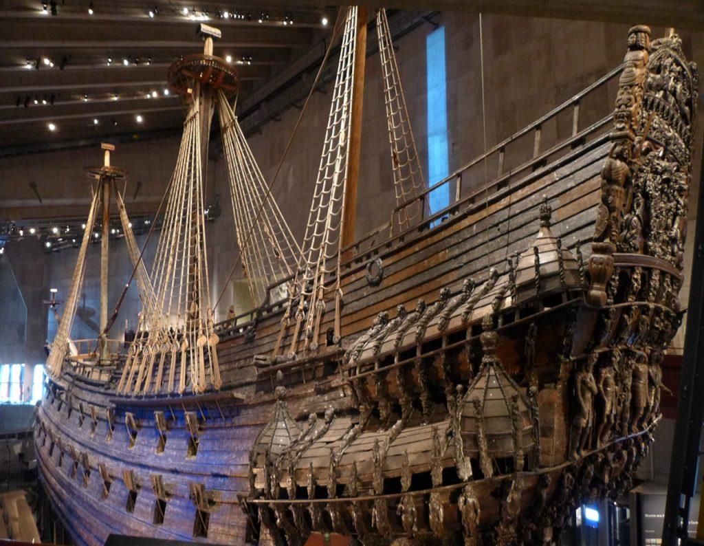 Vasa-alus seisoo ympärilleen rakennetun museon keskipisteenä.