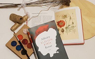 """""""Kaksi silmää, jotka olivat nähneet liikaa"""" – Arvostelussa Affinity Konarin Elävien kirja"""