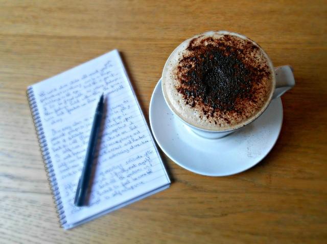 Luova kirjoittaminen, kirjailijuus ja kirjallisuus