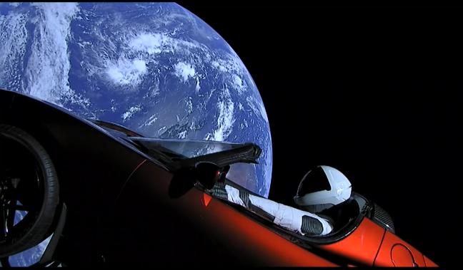 Falcon Heavy -avaruusmatkailua kohden