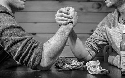 Nörttitytöt hoitavat raha-asioita parisuhteessa