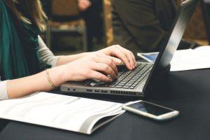 Nörttitytöt tutkii: luku- ja kirjoitusharrastukset tukevat hyvinvointia