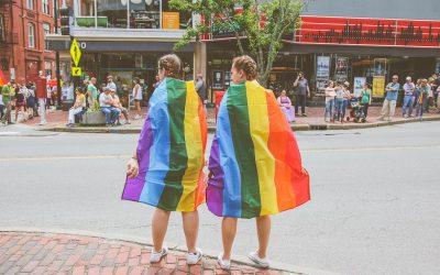 Sateenkaaren väreissä: Nörttitytöt ja Helsinki Pride 2019