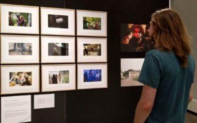 Toisista todellisuuksista –larp-valokuvanäyttely Suomen pelimuseossa