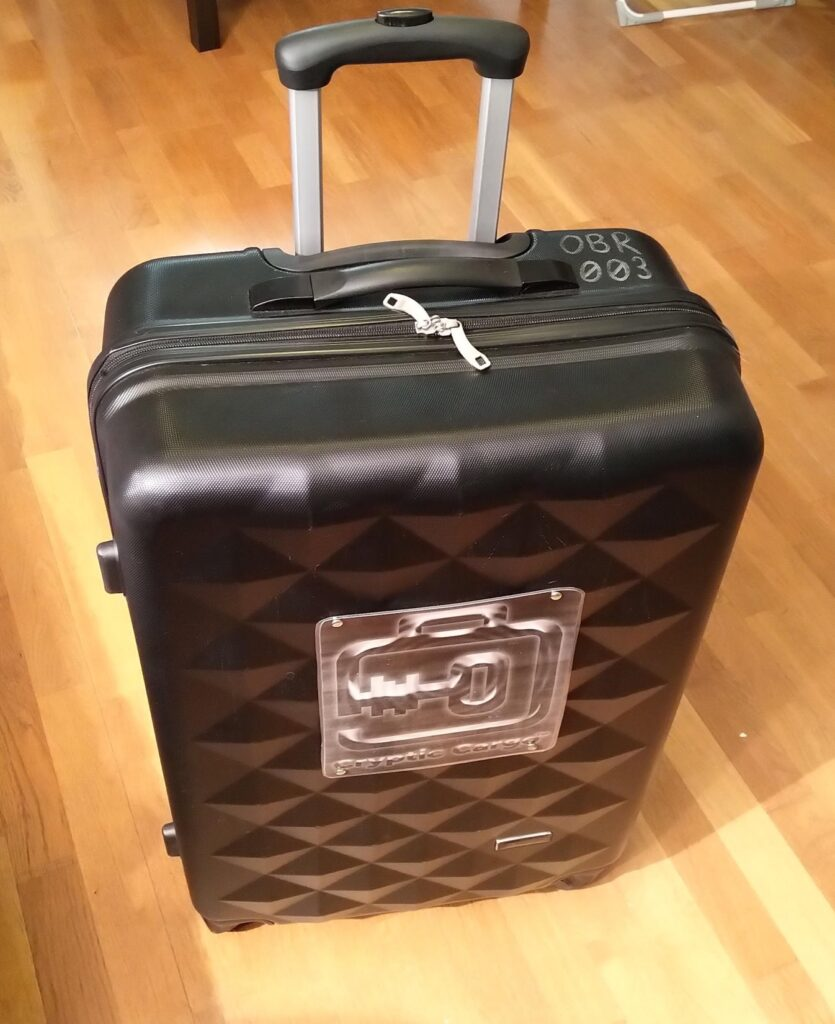 Cryptic Cargo -matkalaukku.
