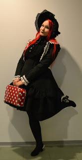 Tyttömäisyyden juuria etsimässä: katsaus Lolitaan